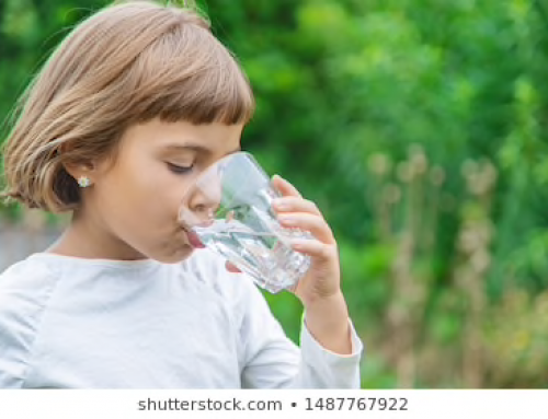 Kids who drink more water appear to be better at multitasking